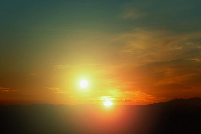 Die Erde, in der wir leben und der Raum, der die Welt ist - Seite 53 Double_sun_sunset1