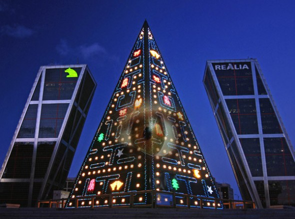 pac_man_christmas_tree_2