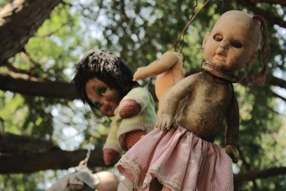 800px-Xochimilco_Dolls-_Island.img_assist_custom-600x400