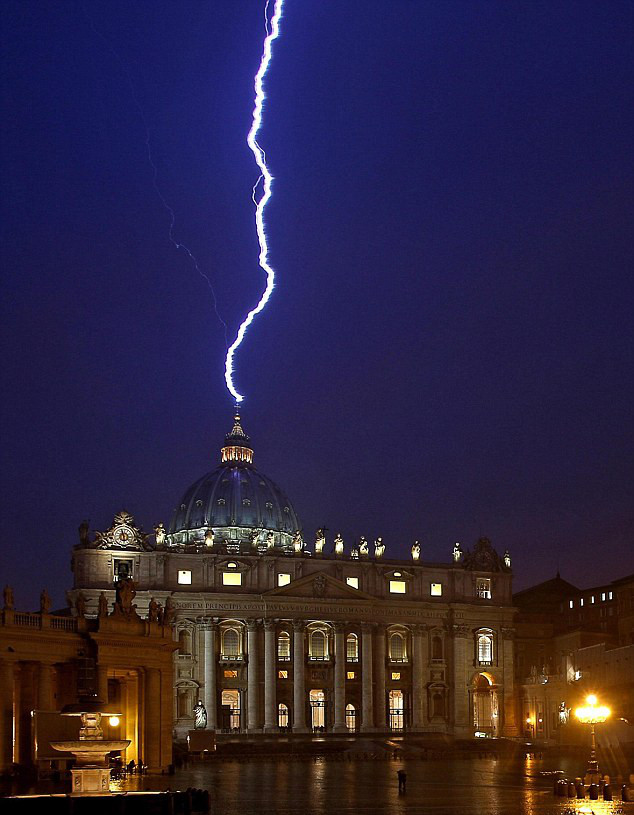 lightning-at-vatican