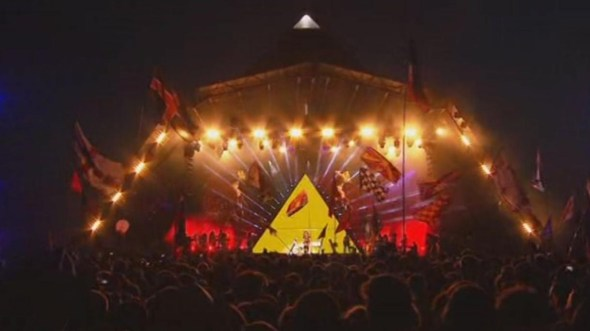 Glastonbury 2011 - Beyonce Gold Pyramid 02 - Occult Illuminati