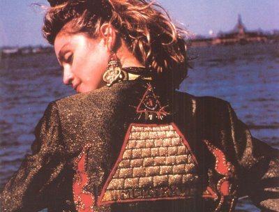 madonna_illuminati_pyramid