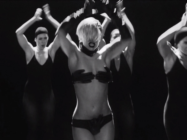 lady-gaga-applause-video-bra-hands-600x450