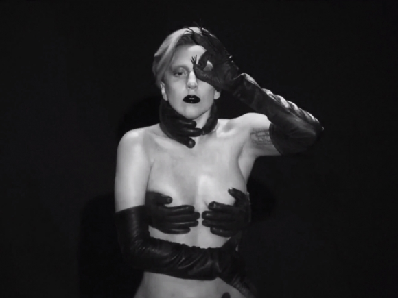 lady-gaga-applause-video-hands-580x435
