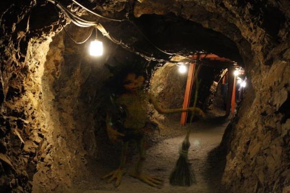 Matsushiro_Zouzan_Underground_Shelter_20100919-03