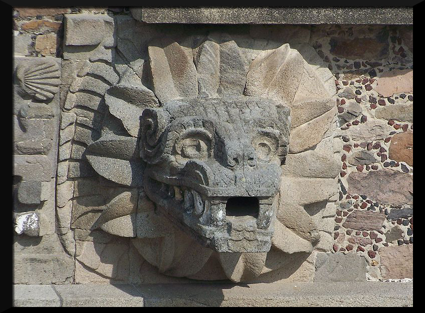 800px-Teotihuacan_Feathered_Serpent_(Jami_Dwyer)