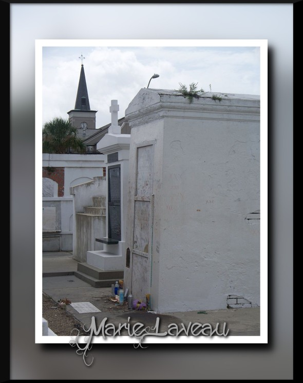Tomb_of_Marie_Laveau_(12_Aug_2008)
