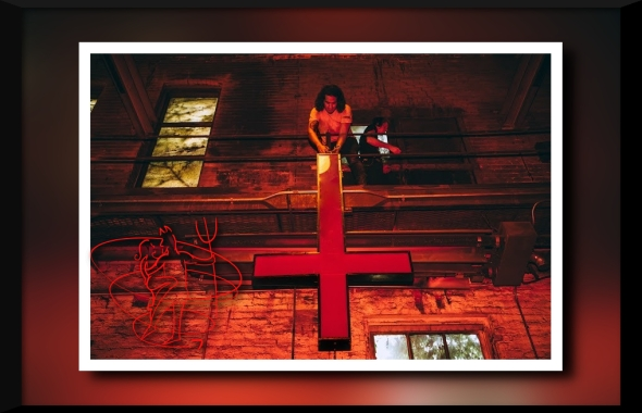 come-dance-with-the-devil-hundreds-turn-out-for-satantic-statue-in-detroit-body-image-1438030272