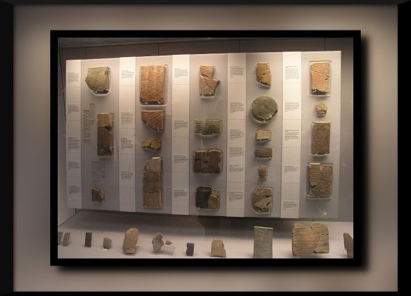 800px-BM;_ANE_-_RM_55,_Cuneiform_Tablets_Display.1